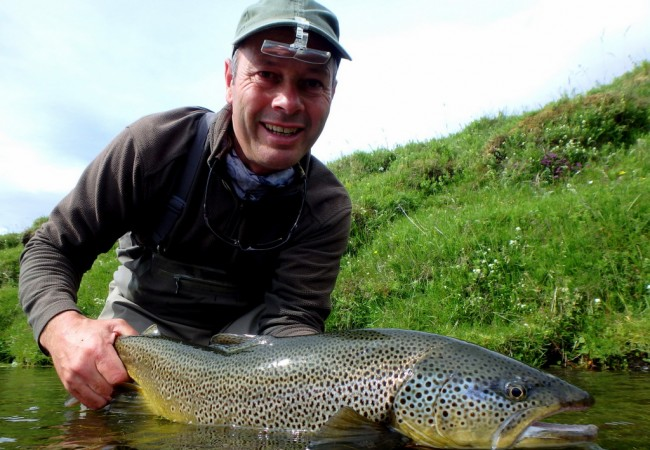 Fly fishing the Minnivallalaekur river Iceland Paul Procter Hosted trip